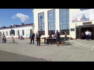 Люди встречаются,люди влюбляются,женятся.концерт ретро поезда в Костроме