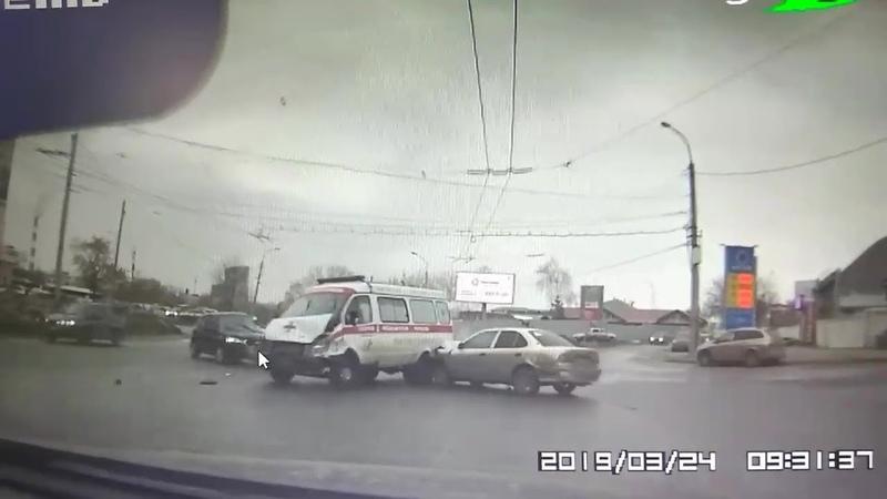 Массовая авария с участием автомобиля скорой помощи в Уфе попала на видео