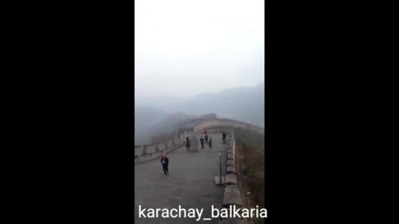 Русский парень поёт на Карачаево-Балкарском языке