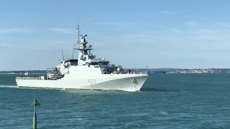 HMS Medway возвращается в Портсмут, 13 июля 2019 года.