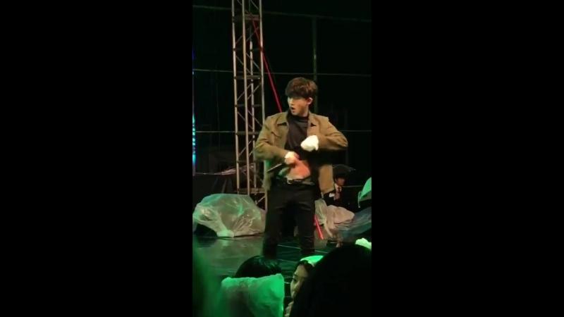 Hanbin shows his abs - - 胡一桶本桶