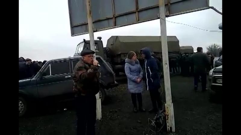 Часть 3 В городе Ровеньки, Луганской обл было задержано 3 Камаза с военными и оружием 13 04 2014