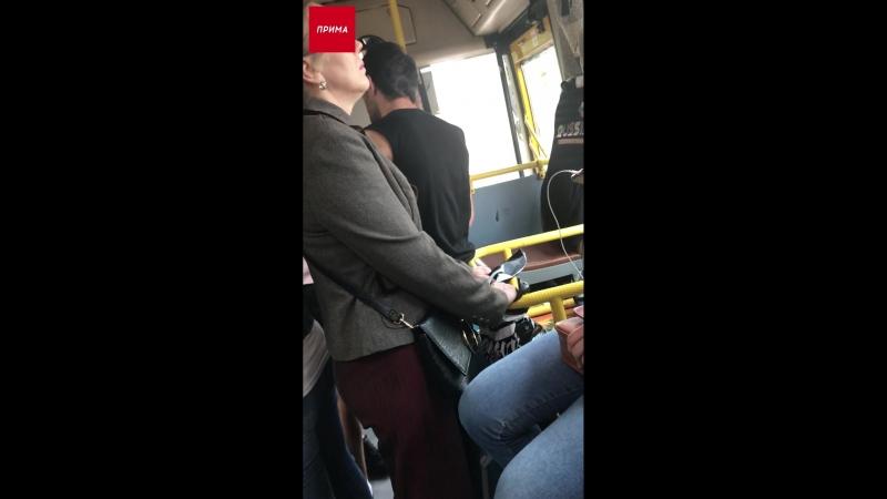 Кондуктор автобуса наорал на пассажиров