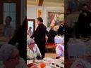 Священник поёт Мурку в трапезной храма