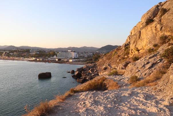 Вид на бухту и дикие пляжи