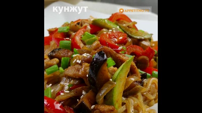 Отменный салат с курицей, рисовой лапшой и овощами - Личный повар