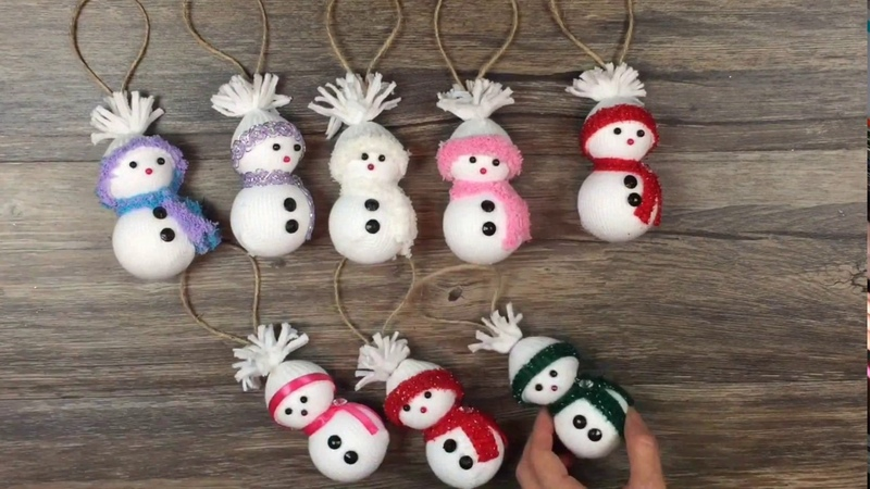 DIY How to make Snowman ornaments out of socks very easy Muñeco de nieve con calcetines