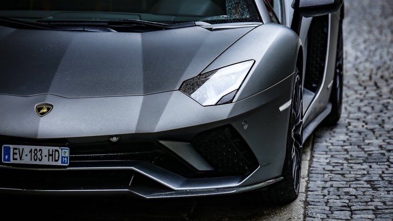 Sa prof l'avait traité de bon à rien, il retourne la voir avec sa Lamborghini !