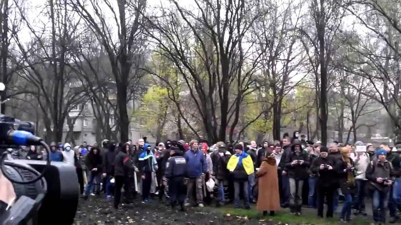 Запорожье 13 апреля 2014 Майдановцы оскорбили ветерана