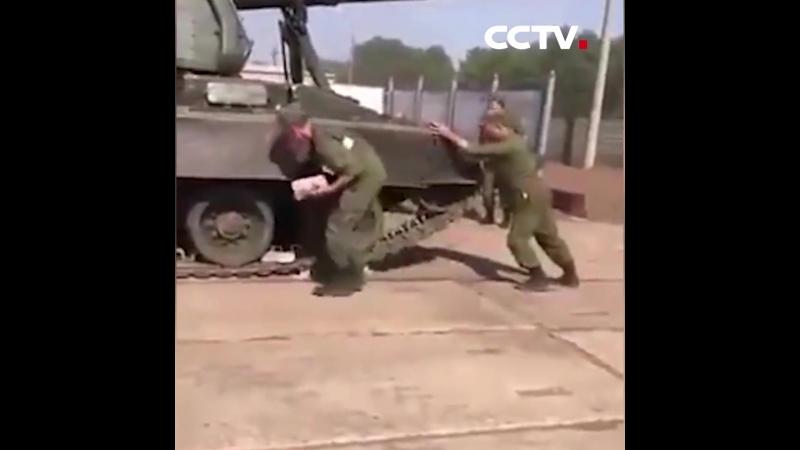 Российские военные остановили артиллерийскую установку кирпичами и голыми руками