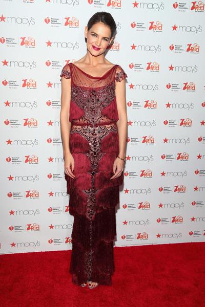 Кэти Холмс в красном
