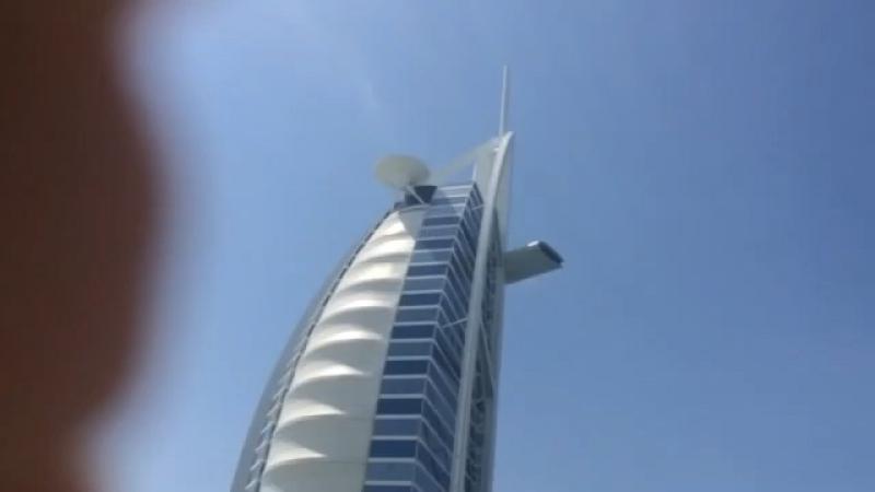 В Эмиратах гостиница Бурдж Аль Араб