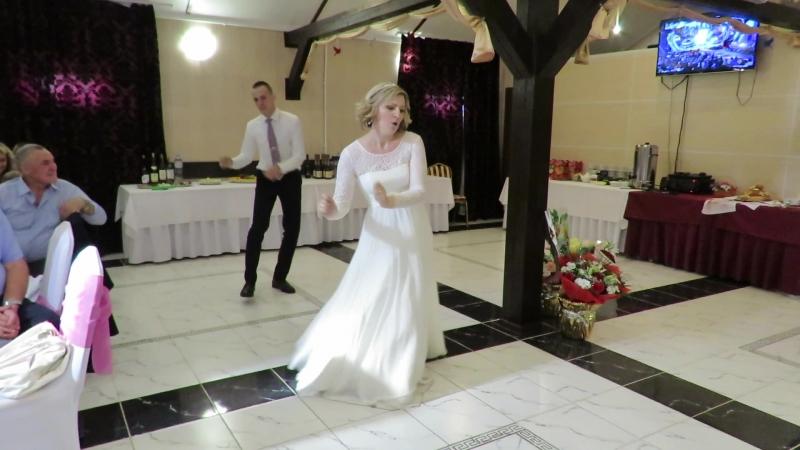 Наш первый танец18.08.18.🎸🎷🥁🎈