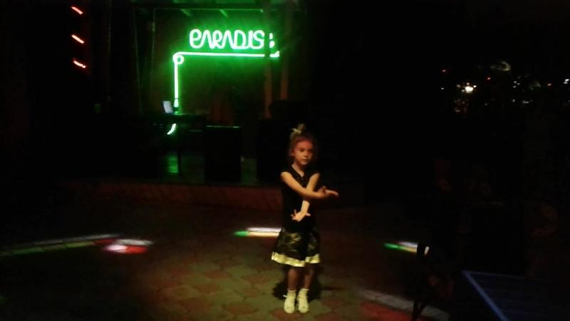 мамочка!С Днем Рождения! Василиса танцует самбу
