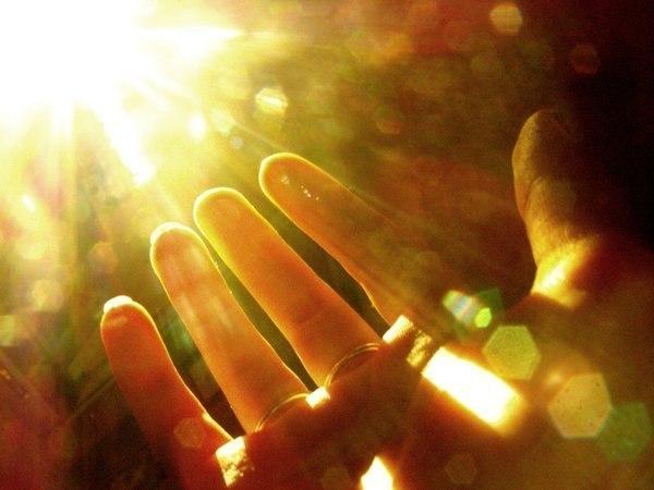 /а надо, чтобы в каждом слове бог... / а надо, чтобы в каждом слове – бог… и надо, что бы в каждой мысли – свет. тогда и солнце вовремя взойдёт, тогда и злиться – надобности нет… бывает, очень