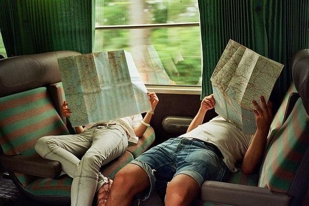 а давай мы уедем завтра и возьмём с собой две тетради, фотокамеру, плеер, карту – на двоих-то уж точно хватит. а давай мы уедем утром я, конечно, забуду паспорт; посмеёмся, потом забудем. а