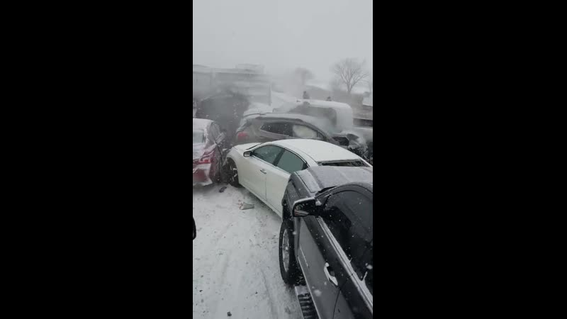 США. Миссури. Оук-Гроув (Oak Grove) На автостраде I-70 столкнулись 47 автомобилей. Погиб один человек.