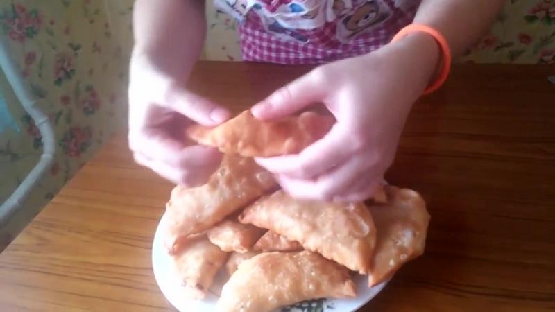 Чебуреки!( самый правильный рецепт! Тесто нежное, хрустящее, пузырчатое!)