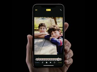 Функция live photos. просто это iphone.
