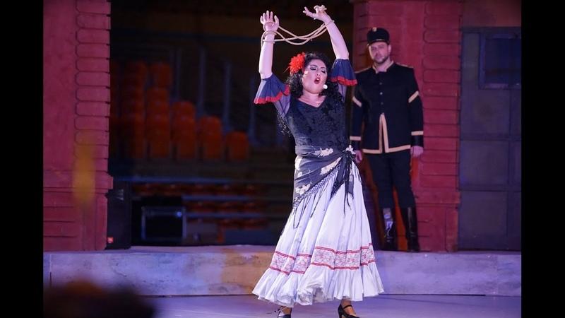 Anita Rachvelishvili Près des remparts de Séville Carmen
