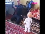 Когда папа остался дома с ребенком