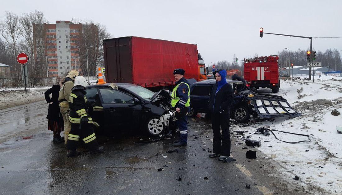 На пересечении проспекта Фрунзе и Костромского шоссе произошло ДТП