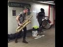 Гиперактивный уличный музыкант