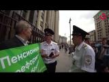 Сергей Митрохин оштрафован за пикет против пенсионной реформы у здания Госдумы
