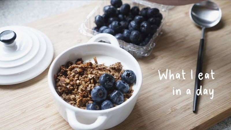 Vicky厨房 | 一天吃什么04 | 健康懒人食谱 | 烤燕麦片 | 西班牙烘蛋 | 牛排沙拉 | What I eat in a day