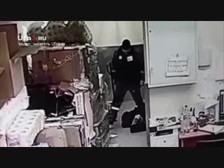 В Уфе охранник магазина избил мужчину до смернти