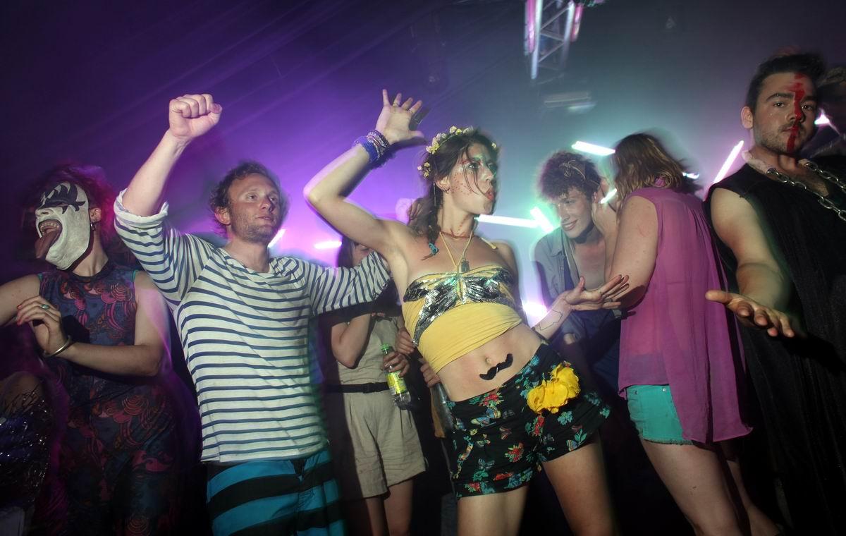На угарной дискотеке: Молодежные развлечения по-британски