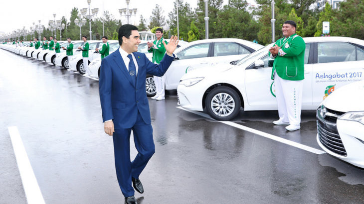 В Туркмении начали массово лишать женщин водительских прав