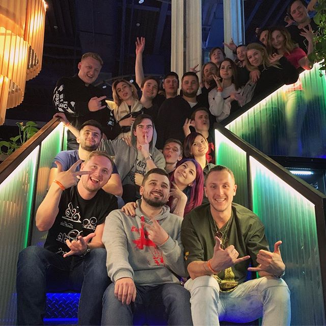 Константин Ладанин: PARTY HARD! Пиши в комментах кого узнал на фотке :)