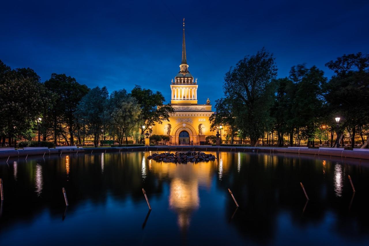 xLtULQZDoLw Сенатская площадь в Санкт-Петербурге.