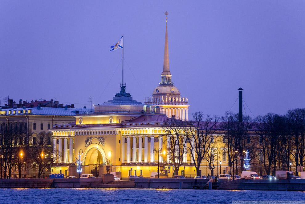 EsBKaPutw74 Сенатская площадь в Санкт-Петербурге.