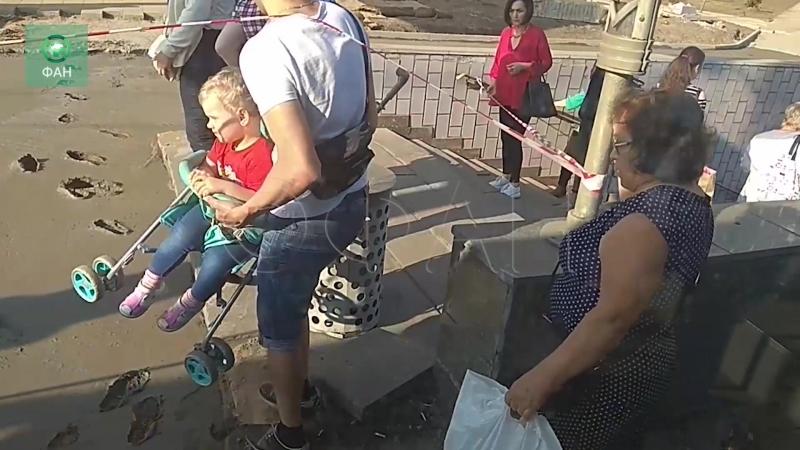 Москвичей высаживают в свежий бетон у станции метро Зябликово