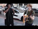 Will i am совместно с уличным певцом
