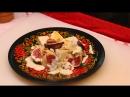 Видеорецепт как приготовить грушу с голубым сыром и орехами под сырным соусом