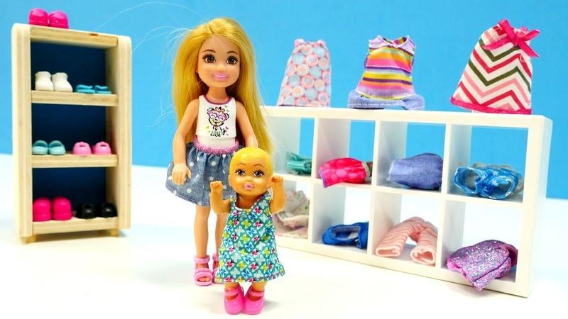 Barbies compran ropa. Vídeos para niñas. Muñecas en español.