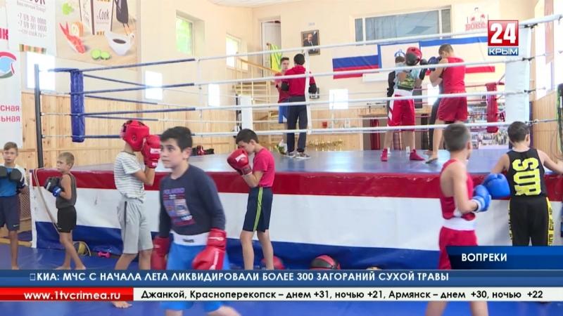 Талантлив во всём? Заслуженный тренер по боксу вынужден совмещать воспитание чемпионов с кладкой камня и заменой труб в трениров