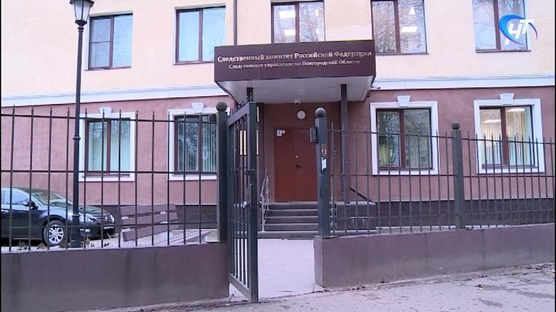 На пожаре в многоквартирном доме в Окуловке погибла пожилая женщина