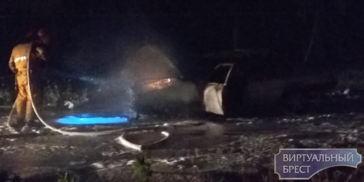 Ночью на ул. Орловской в Бресте горел автомобиль AUDI-100