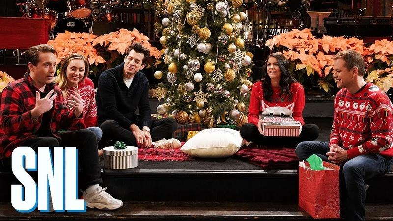 SNL Host Matt Damon Goes All Out for Secret Santa