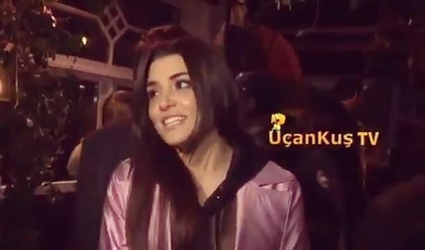 """Hande Erçel🔮 on Instagram """"- Handemiyy aşkım Güzel kız Basın ile hızlı bir röportaj👏🏻✨ هاندا نييو ف1610"""