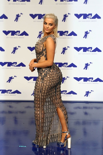 """Биби Рекса пожаловалась на бодишейминг: """"Дизайнеры сказали, что я слишком большая для их платьев"""""""