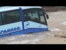 Шторм смыл в море автобус в Новороссийске, Широкая Балка, 08.09.2018