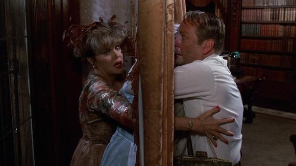 Улика/Разгадка (Clue) 1985 г. Жанр: триллер, комедия, криминал, детектив.Семь неизменных персонажей: гости, приглашенные в дом мистер Грин, профессор Плам, миссис Пикок, полковник Мастард,