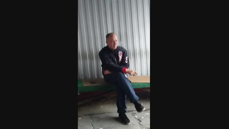 На складе ощенилась молодая сука - все грешат на на Влада