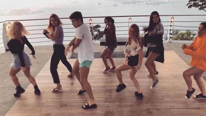 """Ana Jara on Instagram: """"Cosas que hacer cuando subes a Pan de Azúcar: Hacer muchas fotitos✅ Comer açaí✅ Montar una coreografía y grabarla ✅ . @mel..."""