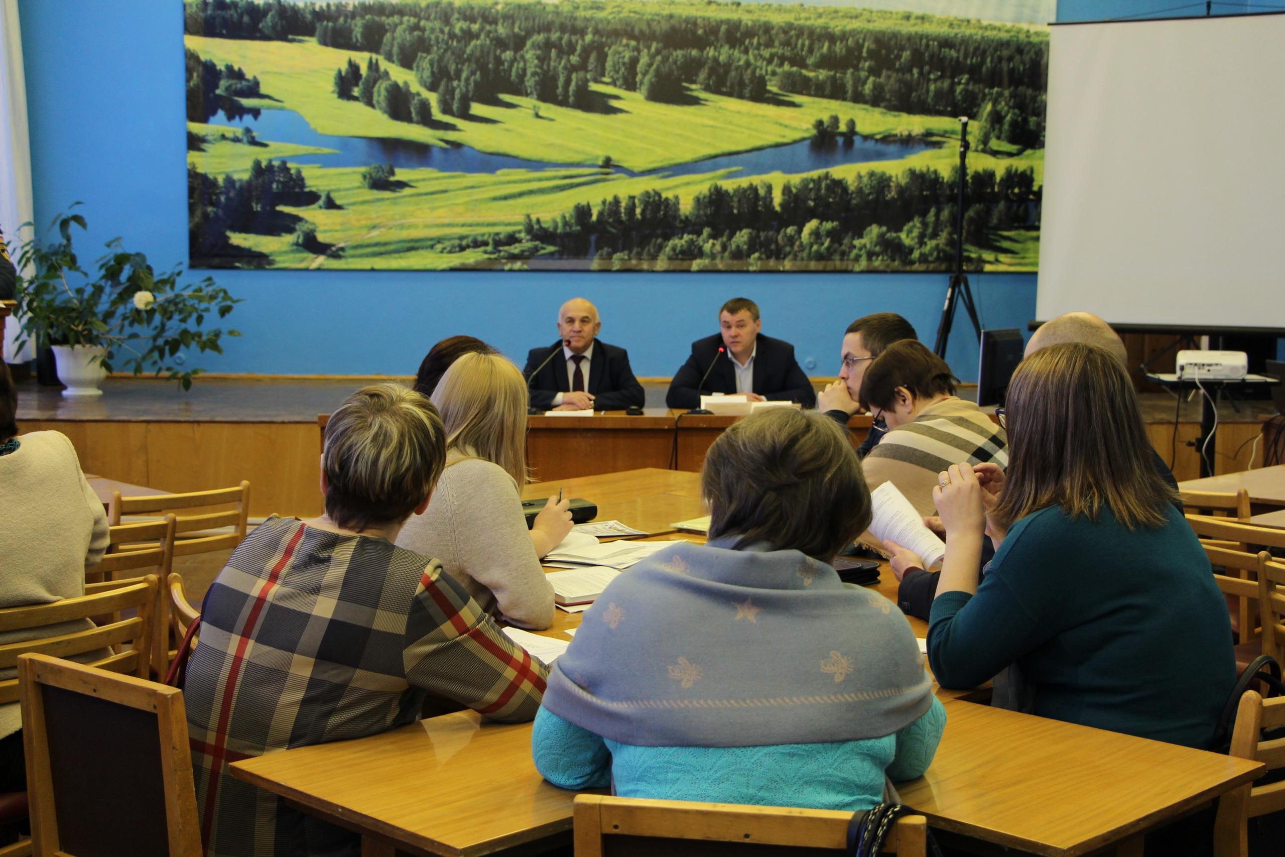 Руководитель администрации Николай Жилин провел заседание коллегии, на котором в режиме видеосвязи состоялся разговор с представителями регионального оператора «Ухтажилфонд»